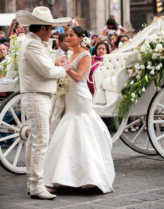 Mexican weddings glow with style and magic